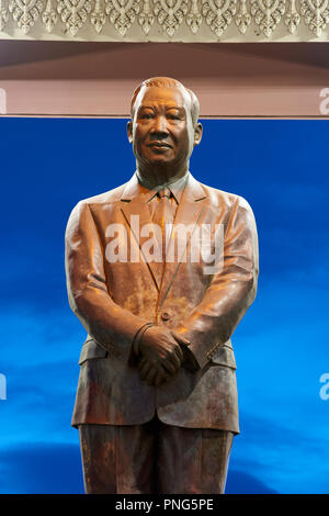Statue of King Norodom Sihanouk in park in Preach Suramit Boulevard in Phnom Penh, Cambodia. - Stock Image