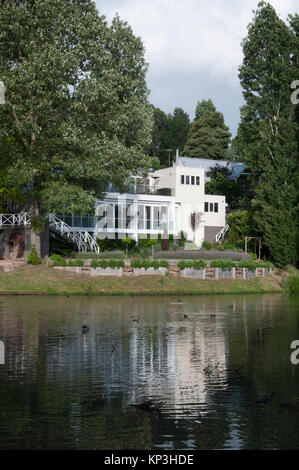 Luxury resort accommodation at Lake House, Daylesford in the Central Highlands spa country region of Victoria, Australia - Stock Image