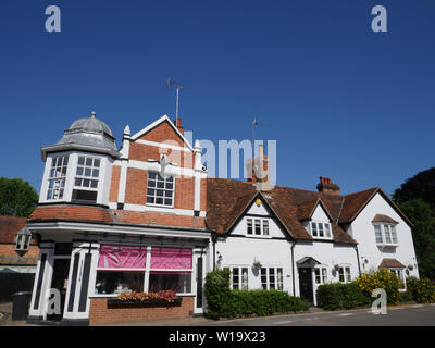 Ferry Lane Florist, Ferry Lane, Goring-on-Thames, Oxfordshire, England, UK, GB. - Stock Image