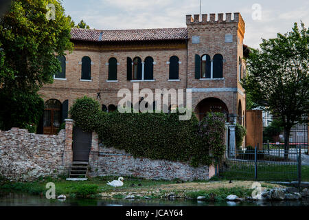 Small historic castle in the middle of the city of Treviso - Stock Image