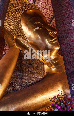 Reclining Buddha, Wat Pho, Bangkok, Thailand - Stock Image