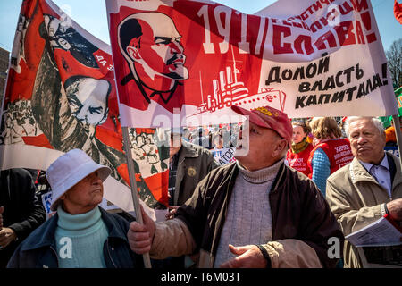 Moscow, Russia. 1st May, 2019 People held soviet posters during a march of the Russian Communist Party to mark International Workers' Day - Stock Image