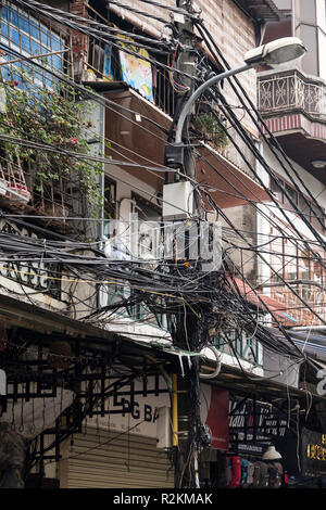 Chaotic electric wiring in a street in the old quarter of Hanoi, Vietnam, Asia - Stock Image