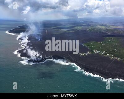 Hawaii, USA. 6th June, 2018. Lava flows into Kapoho Bay destroying forest and homes in the Vacationland area caused by the eruption of the Kilauea volcano June 6, 2018 in Hawaii. The recent eruption continues destroying homes, forcing evacuations and spewing lava and poison gas on the Big Island of Hawaii. Credit: Planetpix/Alamy Live News - Stock Image