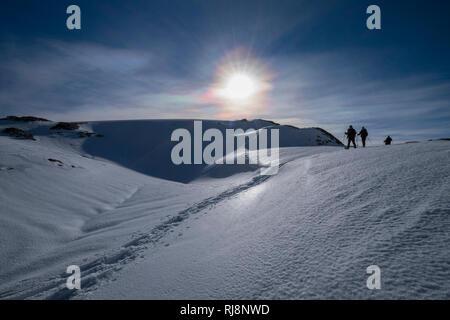 Schneeschuhgänger vor der Haidachstellwand, Rofan, Tirol, Österreich - Stock Image
