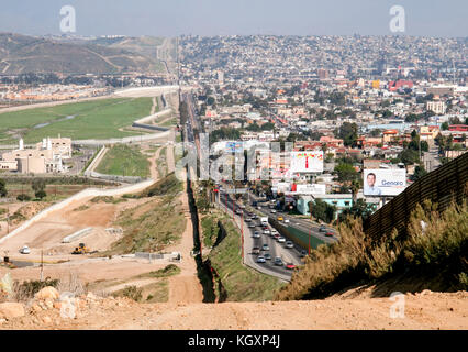 US-Mexico international border between Tijuana, Mexico (right) and San Diego, California (left) separated by a corrugated - Stock Image