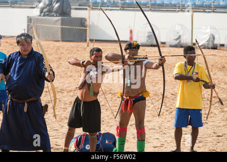 Palmas, Brtazil. 28th Oct, 2015. Archers from four countries practice at the International Indigenous Games, in - Stock Image