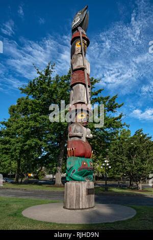 Totem pole_Victoria - Stock Image