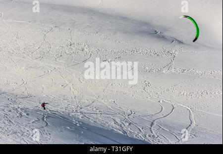 Picture of a snow kite in powder snow in Passo Giau, high alpine pass near Cortina d'Ampezzo, Dolomites, Italy - Stock Image