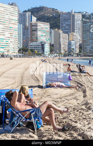 Levante Beach, Benidorm, Costa Blanca, Spain, 18 January 2018. British holidaymakers escape the cold weather in - Stock Image
