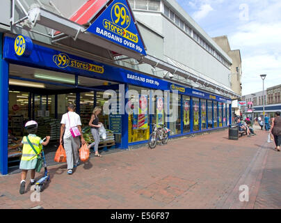 Carr Street is a central Ipswich Pedestrian only shopping area. A little downmarket with bargain stores cash converters - Stock Image