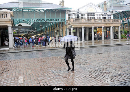 London, UK. 09th May, 2019.  Walking through Covent Garden in the rain. Rain in London West End. Credit: JOHNNY ARMSTEAD/Alamy Live News - Stock Image