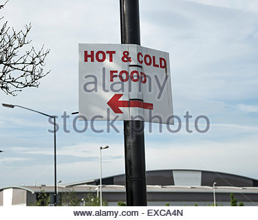 Sign advertising hot and cold food pointing to cafe at Trafford Park industrial estate, Greater Manchester, UK - Stock Image