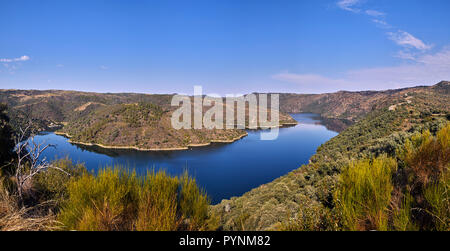 Río Duero near Fermoselle where it is the border with Portugal. Castilla y León, Spain. [Arribes del Duero Natural Park] - Stock Image