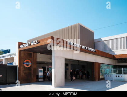 The new overground station at Hackney Wick, East London, Ticket Hall designed by Landolt and Brown - Stock Image