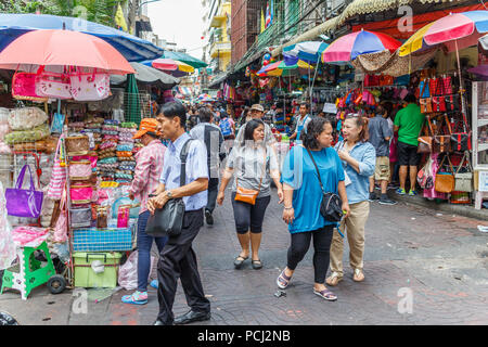 Bangkok, Thailand - 28th November 2014. Chinese tourists walking around Chinatown. Chinese form the majority of tourists to the country. - Stock Image