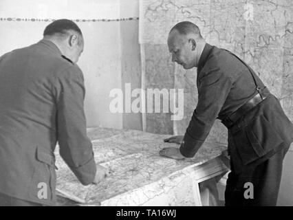 Undated photo of major general Wolfram Freiherr von Richthofen (Commander, on the right) and chief of general staff lieutenant colonel Hans Seidemann (left) at the map table in Spain. - Stock Image