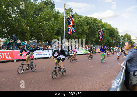 Cyclists racing along The Mall with onlooking crowd, Brompton World Championships 2018, London, UK - Stock Image