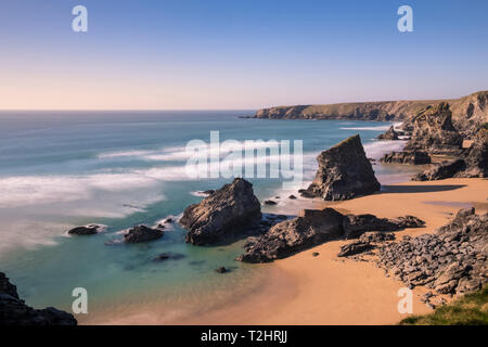 Dramatic cliffs and sea stacks at Bedruthan Steps and beach, on the north Atlantic coast of Cornwall, England, UK. March 2019. - Stock Image