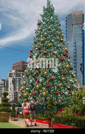 Christmas festivities at Federation Square, with Eureka Tower dominating the Southgate skyline beyond. Melbourne, Australia, December 2018 - Stock Image