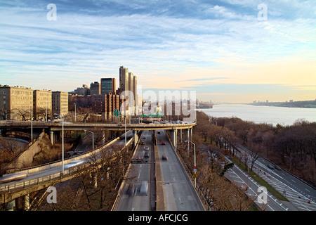 View from Washington Bridge walkway (181st Street) looking south towards Manhattan. - Stock Image