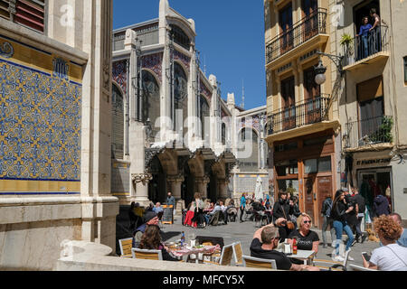 People sitting outside cafes near popular Mercado Central food market, North Ciutat Vella, Valencia, Spain. - Stock Image