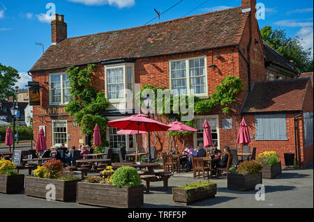 Stratford upon Avon, Warwickshire and the Pen and Parchment public house in the town centre. - Stock Image