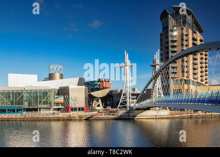 2 November 2018: Salford Quays, Manchester, UK - Pier 8 and the Lowry Bridge on a lovely sunny autumn day, with clear blue sky. - Stock Image