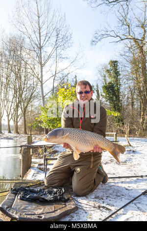 Henlow Bridge Lakes, Bedfordshire, UK, 27th February 2018. UK Weather: Fisherman Tony Mills from the Luton area - Stock Image