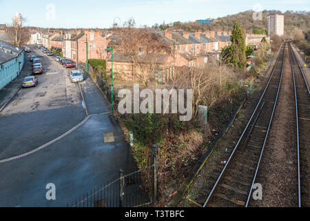Railway line passing close to homes, Sneinton, Nottingham, England, UK - Stock Image