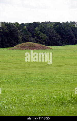 The Pharr Mounds, a Native American burial mound archaeological site on the Natchez Trace Parkway at milepost 286.7 in Mississippi. - Stock Image