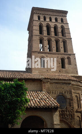 Sahagun, province of Leon, Castile and Leon, Spain. Church of Saint Lawrence. Romanesque-Mudejar. It was built during the first half of the 13th century in Brick Romanesque style. General view of the tower. - Stock Image
