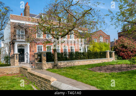 Grade II listed Westcott Lodge on Upper Mall, Hammersmith, was built in 1746 and originally St Paul's Vicarage. - Stock Image