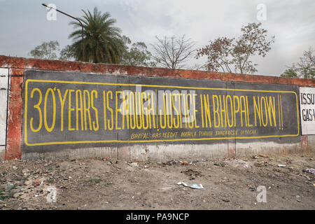 Outside wall of the abandoned former Union Carbide industrial complex, Bhopal, India - Stock Image
