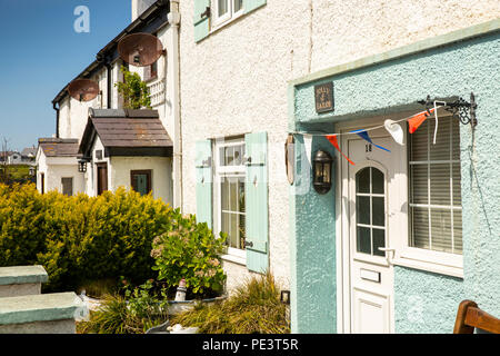 UK, Wales, Anglesey, Cemaes, Ffordd y Traeth, Beach Road, Jolly Sailor seafront cottage - Stock Image