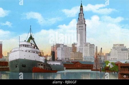 Cleveland, Ohio, USA - Union Terminal Tower and Ore Docks - Stock Image