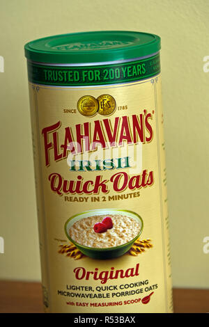Carton of Flahavan's Irish Quick Oats (detail). Ready in 2 minutes. Original. Lighter, quick cooking, microwaveable porridge oats. - Stock Image