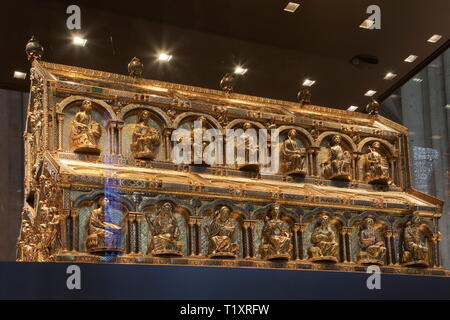 fine arts, religious art, Shrine of the Three Kings in the Cologne cathedral, circa 1200, oak and gold, 110x153x220 centimeter, Artist's Copyright has not to be cleared - Stock Image