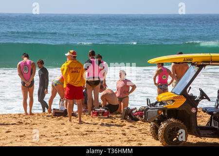 Surf rescue volunteers rescued a rock fisherman who had fallen into the ocean at Palm beach,Sydney,Australia - Stock Image