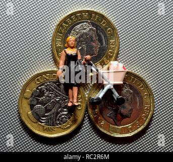 Single parent money cash universal credit - Stock Image