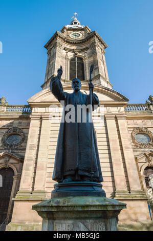Charles Gore statue &  St Philip's Cathedral, Birmingham, England. - Stock Image
