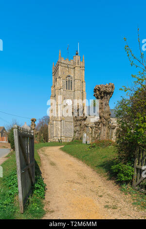 Monks Eleigh church Suffolk, view of the Church of St Peter in the Suffolk village of Monks Eleigh, Babergh District, Suffolk, England, UK. - Stock Image