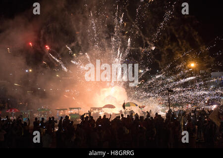 Taunggyi, Myanmar. 12 November 2016.   A large basket of fireworks accidentally dropped from an ascending balloon - Stock Image
