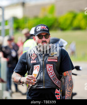Brighton UK 1st June 2019 - Time for an ice cream as hundreds of Hells Angels gather on Brighton seafront as part of the clubs 50th anniversary celebration weekend . Over 3000 bikers from  around the world gathered in Surrey before heading down to Brighton today  . Credit : Simon Dack / Alamy Live News - Stock Image
