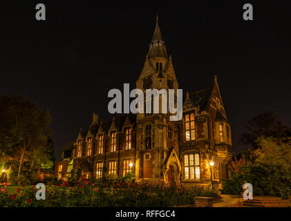 Night view of the quad in Pembroke college in Cambridge - Stock Image