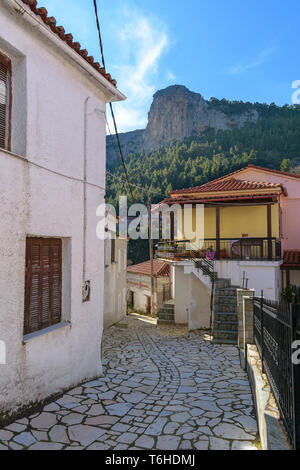 Alley at Steni village with Karaouli at the bakcground, Evia - Stock Image