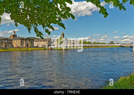 INVERNESS CITY SCOTLAND CENTRAL CITY VIEW OVER RIVER NESS TO HUNTLY STREET AND THE  WHITE GREIG STREET PEDESTRIAN BRIDGE - Stock Image