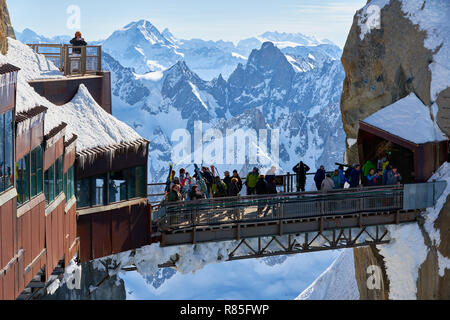 The passerelle of the Aiguille du Midi leading from the cable car to the observation desk in winter. Mont Blanc mountain range, Chamonix, Haute-Savoie - Stock Image