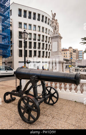 Gibraltar, Line Wall Road, old cannon beside Great War Memorial on former seafront bastion - Stock Image