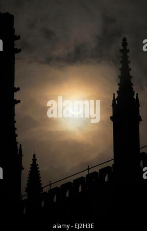 York, UK. 20th March, 2015. Partial solar eclipse above York Minster from Dean's Park, York, North Yorkshire - Stock Image